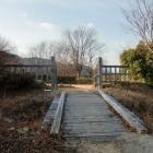 北門と木橋