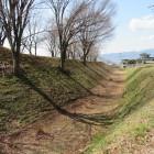 期待大の堀と土塁