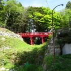 本丸と丸土張に架かる赤橋