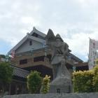 能島村上水軍博物館 建物と村上武吉像