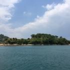 能島全体  この辺りは能島でも潮流穏やかで、此処に船を留めて上陸可能
