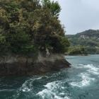 能島村上が居城した代表的な能島ですが、島の周囲は潮流渦巻いて、舟のエンジン止めたら舟がバックする程の潮流でしたΣ(・Д・」)」