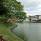 水濠と陣屋跡(奥の小学校)