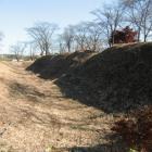 主郭の土塁と空堀(北側)