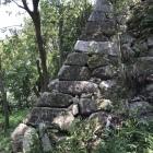 今も残る石垣