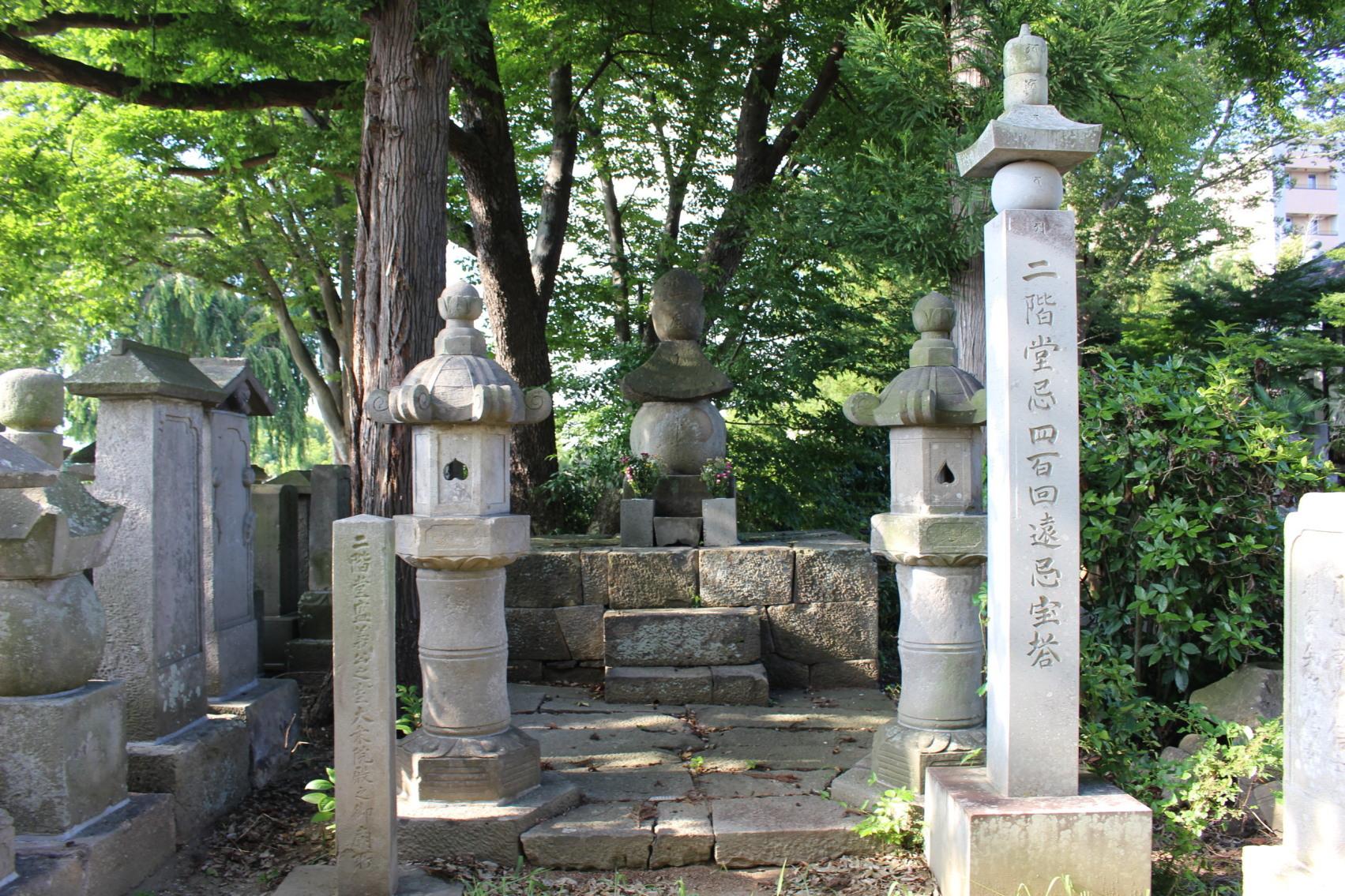 女城主・大乗院(阿南姫)の墓(長禄寺)