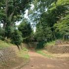 公園の空堀と土塁