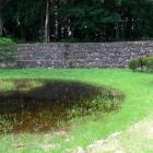 庭園跡と復元石積土塁