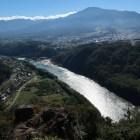 木曽川越しに恵那山を望む