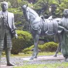 利家と松の像