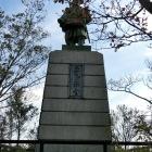 楠正行公銅像