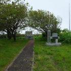 近くには駆逐艦柳の記念碑があります