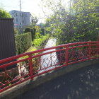 神社入り口にある小川