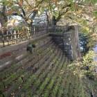 瓦御門跡(奥の部分)と雁木