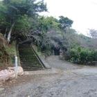登城道と城址の標柱