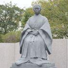 城内の篤姫像