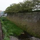 本丸東石垣と堀