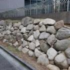 ドーンセンター脇に移築復元された豊臣期の石垣