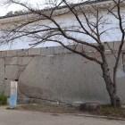大手門枡形の大手見付石。熊本藩主加藤忠広が小豆島から運ぶ