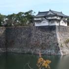 西外堀越しの乾櫓。城内最古の櫓