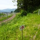 JR線に隣接する登城口