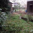 神社敷地横の堀跡。