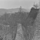 ①切手門跡より備中櫓跡を望む、昭和56年