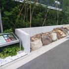 出土時の状態で復元保存された石垣