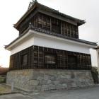 鬼門櫓(右には資料館)