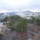 天守から南西の景色。皿倉山は標高622m。