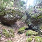 表門の次の巨岩の門