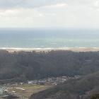 本丸跡より望む、日本海と鳥取砂丘。