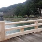 擬宝珠橋より、内堀を望む。