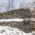 山上ノ丸本丸跡の石垣。