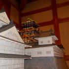 門の中にある駿府城の天守閣の再現