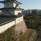 天守台からみる坤櫓と南帯曲輪から稲荷曲輪に行く道。