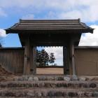 スタンプに描かれている四脚門