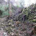 松ノ門下の屋敷跡の石垣。あちこちで崩落が…
