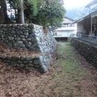 水濠跡と石垣