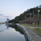 助任川と城山。