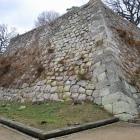 天守台もかなりの高さ。積み上げられた石も大きい。