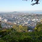 眼下に彦根市街。彦根城も見えます
