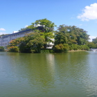 南の水堀越に見た久保田城