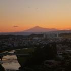 横手城から見た夕暮れの鳥海山