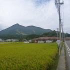 磐梯山と猪苗代城(右の小山)
