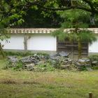 弘道館の塀の瓦。落ちたので全部外したかと。