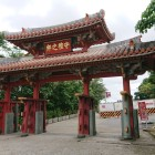 定番の朱礼門