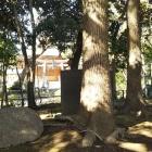 奥に和楽備神社。