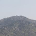 要害山山頂城郭部を遠望