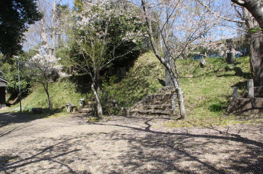 鹿島神社曲輪北面土塁右側